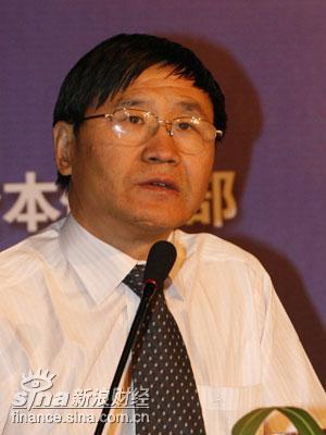 图文:全国人大财经委法案室主任朱少平