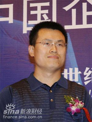 图文:新浪网财经中心副总监邓庆旭