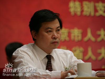 图文:论坛组委会秘书长张永君出席开幕式