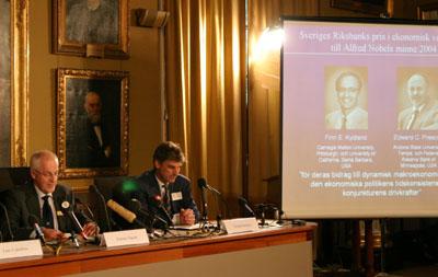 美国两经济学家获得本年度诺贝尔经济学奖(图)