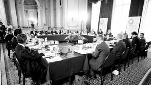 G8会议决定免除最贫困国家债务400亿欧元(图)