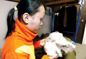 新发地市场商户出售黑心棉