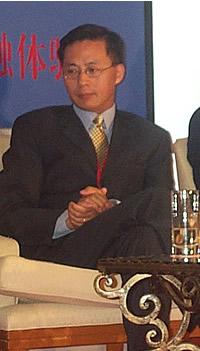 现场图片:信中利投资公司董事长汪潮涌在论坛上