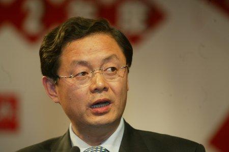 现场图片:方大集团公司董事长兼总裁熊建明发言