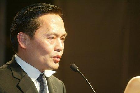 现场图片:华新集团董事长卢铿发言