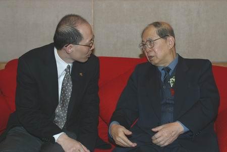 现场图片:茅道临和全国政协副主席孙孚凌交谈