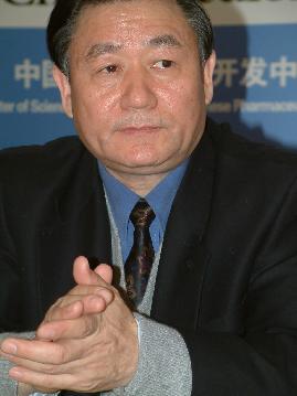 图文:中国消费者报社长李学寅在大会上致辞