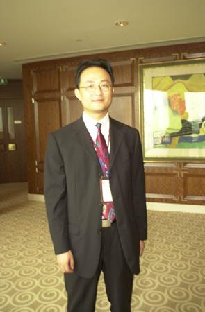 图文:经济观察报总经理张忠出席此次论坛