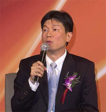 """图文:张嘉声在""""跨国企业本土化战略""""论坛上发言"""