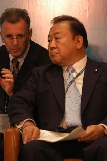 图文:日本经济产业副大臣坂本刚二参加年会