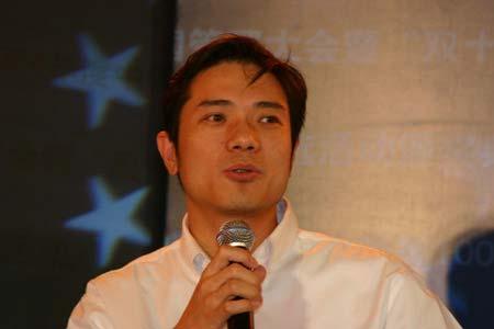 图文:百度公司CEO李彦宏在颁奖典礼上发言