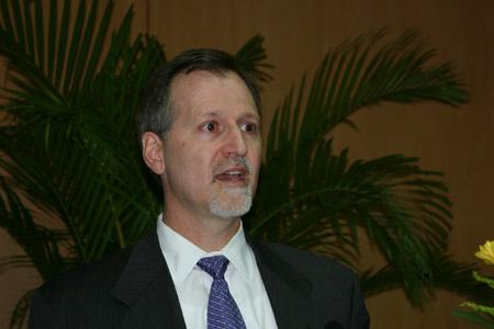 图文:美国国际贸易委员会经济研究局局长库普曼