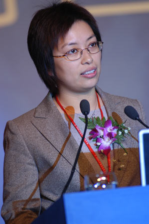 图:新浪副总裁沈建明在颁奖典礼上发言