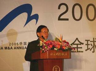 图文:中欧国际工商学院名誉院长刘吉在发言