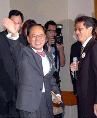 曾荫权当选香港特区行政长官(图)
