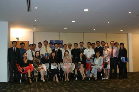 图文:新加坡工商界人士与代表团合影