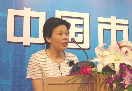 图文:金华市市长葛惠君在中国市长论坛上演讲