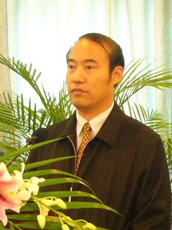 图文:主持人无锡市副市长吴建选