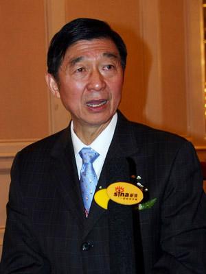 图文:外交学院院长吴建民参加新浪在线访谈