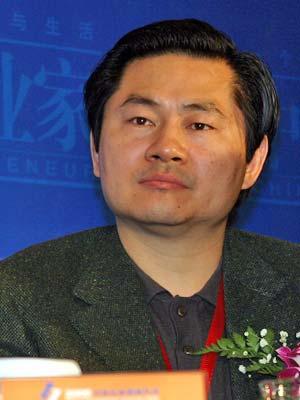 图文:中国欧美同学会商会会长王辉耀