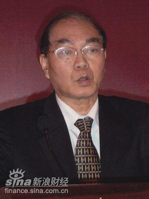 图文:北京大学教授著名经济学家萧灼基在演讲