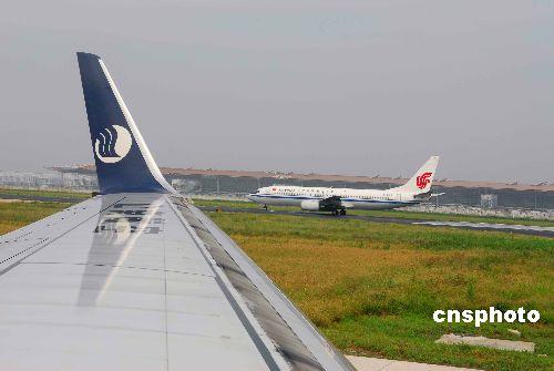 香港十航空公司调低燃油附加费 内地下调仍无望