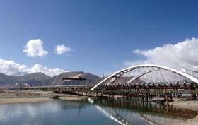 西藏首座城市立交桥4月底建成通车