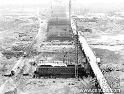 天兴洲大桥江中桥墩全出水 5月开始架设主桥钢梁