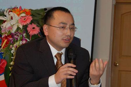 图文:人民父亲学金融与证券切磋所切磋员崔勇