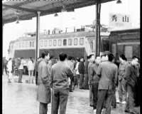 渝怀铁路工作车收费载客列车员称乘客强行坐车