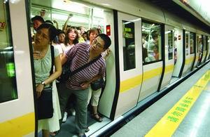 广州地铁因故障减速 营运处理方式惹来乘客质疑