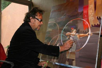 画家比利奇和他的作品在一起