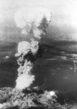 美国投下原子弹日本天皇宣布投降