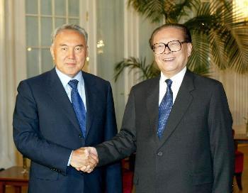 江泽民会见哈萨克斯坦总统图片