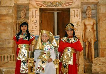 上的法老村再现古埃及生活风情图片