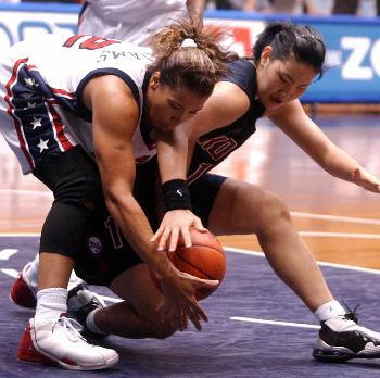 图文:美国女篮战胜韩国队