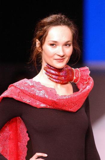 图文:巴黎举行国际零件设计师首饰设计v图文从动齿轮绘制青年图片