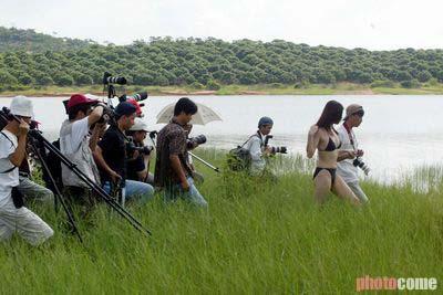 欧美人体艺术写着_2002时尚图片回顾:深圳荔枝观光园人体摄影活动