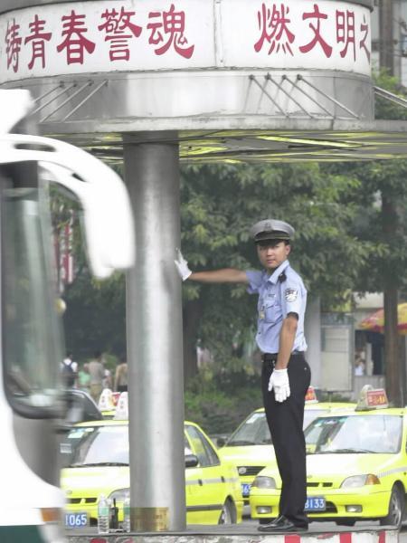 重庆交警一支队临江门队现有民警7人,全队民警先后有6人8次荣获全国