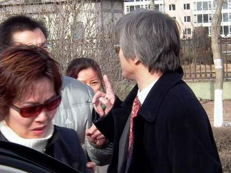 刘涌案庭审目击:刘涌外表平静刘妻抹泪哭泣