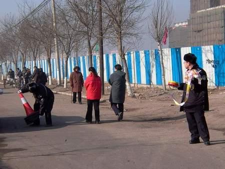 图文:锦州中院门前的警戒解除