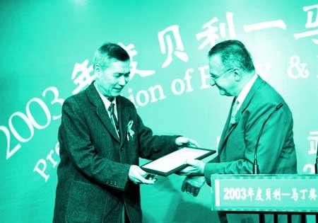 首位发现中国艾滋村的桂希恩被授予贝利马丁奖