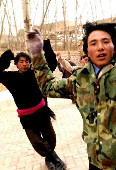 山村里的 歌舞团 2