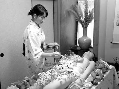 昆明惊现美女人体盛宴 消费标准每位一千元(