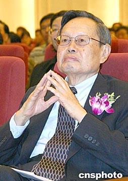 图文:诺贝尔物理学奖获得者杨振宁将定居清华园