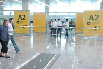 图文:广州新机场国内航班到达出口A2区