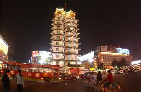 二七塔 见证郑州新商都图片