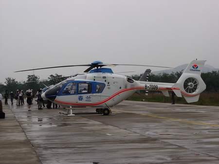 图文:失事直升机参加今年6月的北京飞行表演(1)