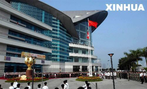 组图:香港举行国庆升旗仪式