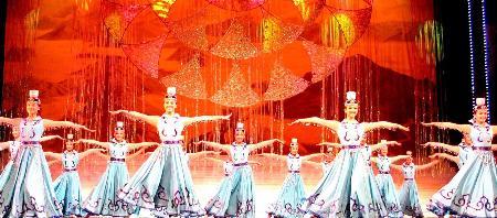 图文:广州军区战士歌舞团在澳门演出庆国庆(1)